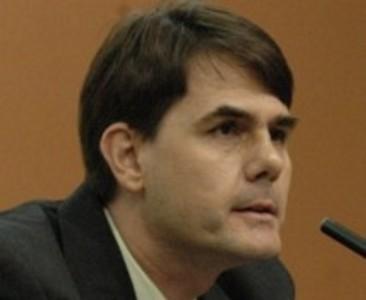 Fernando José Vaquero Oroquieta es Licenciado en Derecho; Estudios de Criminología